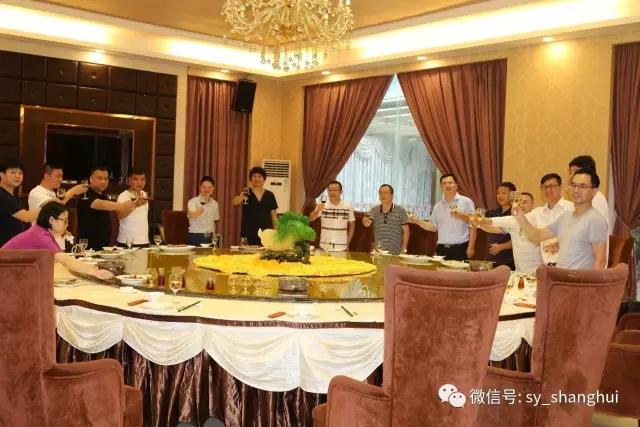 副会长彭修宏在聚豪园林午宴欢迎大家!