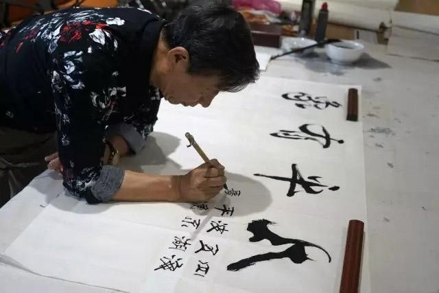 中国渔船渔具协会偕同书画大家亲临广东博皓现场进行亲切交流,并诗兴难藏,即席挥毫!