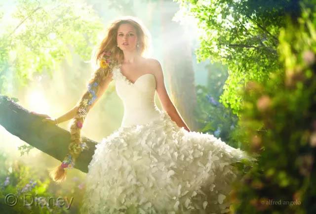 假若将玻璃钢船艇比喻成一位女生,那么胶衣就是她华美的衣裳!