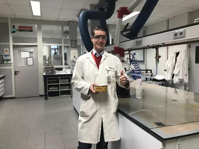 在力联思总部实验室内居然发现了另一位老朋友的身影——STONER蜜蜡250