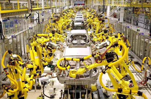 工业机器人已经在汽车厂、船艇厂等工作场景证明了自己的价值