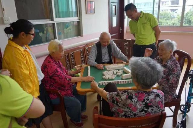 广东博皓公司越鹰队和豪鹰队赴广州松明尚苑颐养院做公益活动-1