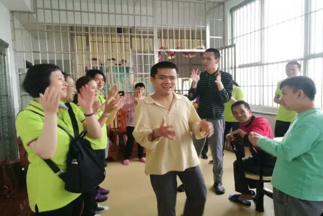 广东博皓公司越鹰队和豪鹰队赴广州松明尚苑颐养院做公益活动-3