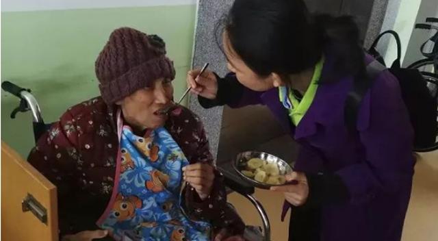 广东博皓公司越鹰队和豪鹰队赴广州松明尚苑颐养院做公益活动-6