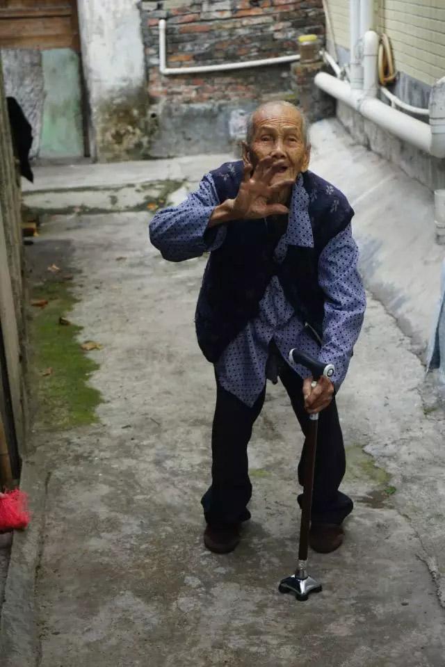 广东博皓锐鹰队到榄核镇平稳村探访困难家庭-7