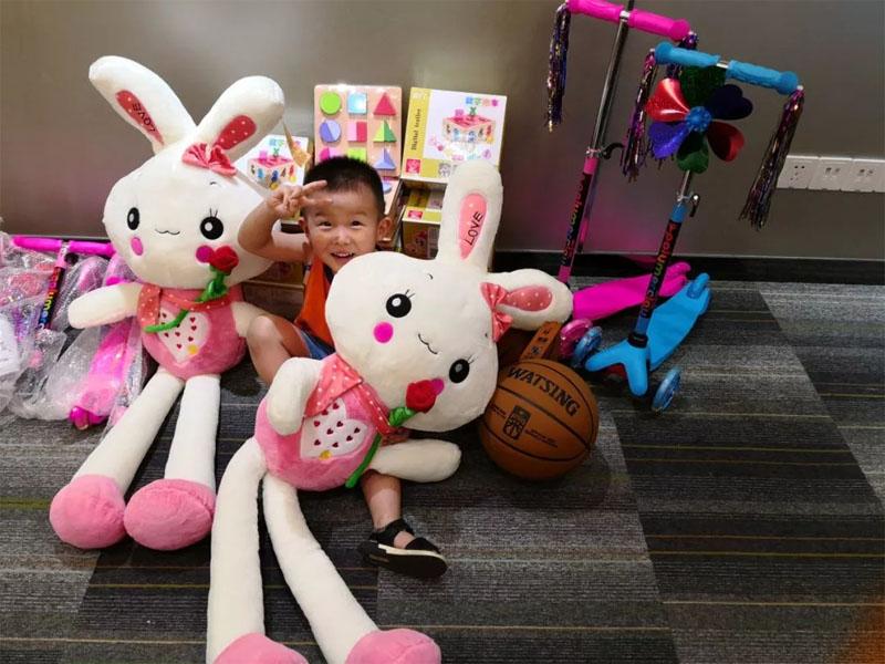 儿童节到了,广东博皓公司给博二代们发礼物啦