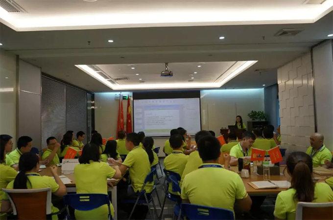 7月13日晚,赖厚平董事长在博皓总部中心会议室给我们进行了关于《客户价值》的培训。