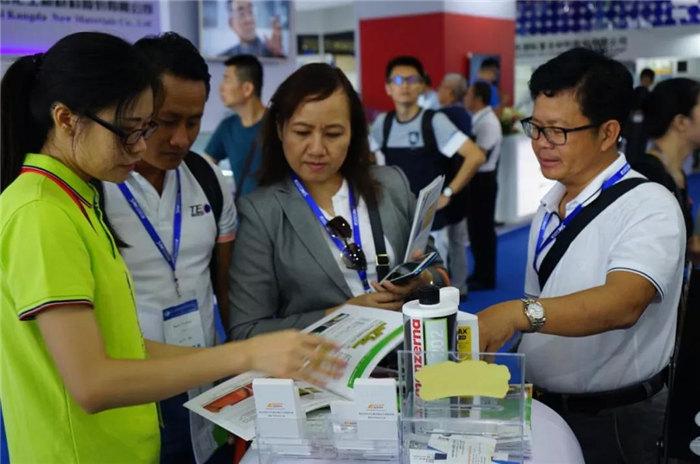 广东博皓团队为咨询的客户介绍主推产品工艺-2