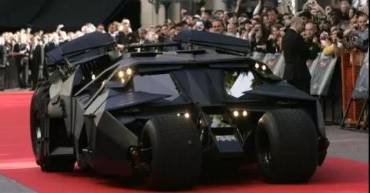 蝙蝠侠汽车车身由玻璃纤维制成