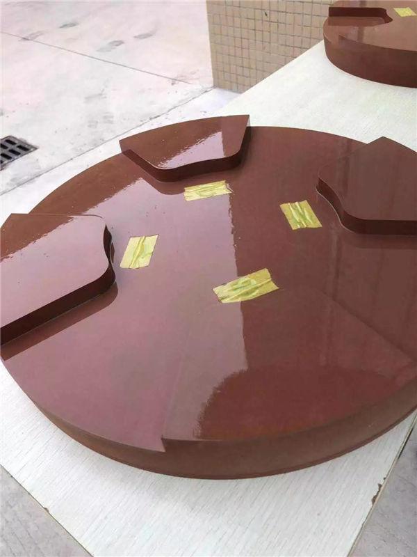 在打好蜡的模具表面喷涂上2遍PVA-2