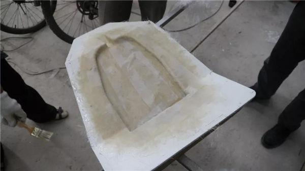 待PVA干透后开始喷涂胶衣、糊制,做模具-2