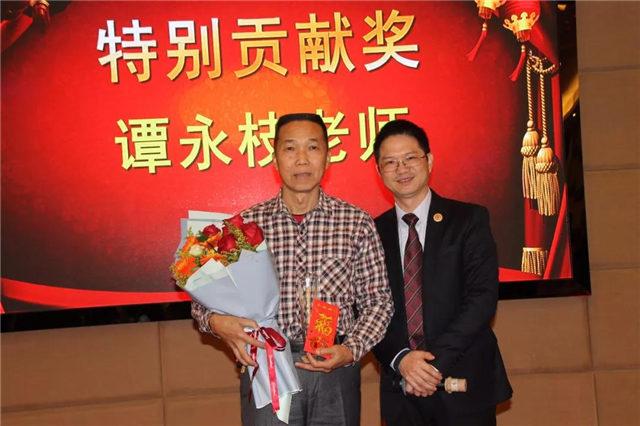 特别贡献奖:必发365官网技术顾问谭永枝老师