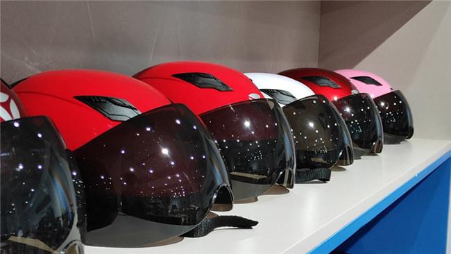 常用头盔外壳材料大盘点:玻璃纤维增强材料、碳纤维复合材料成热门选择