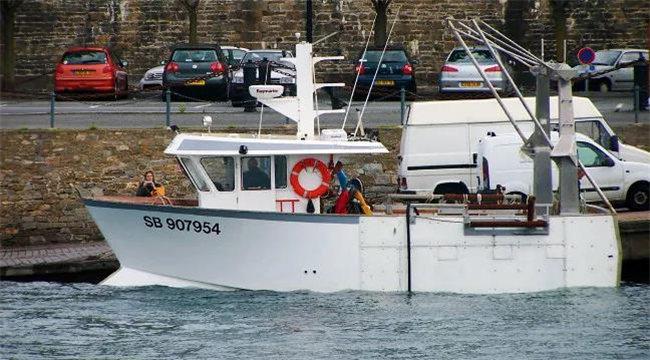 AOC力联思胶衣应用案例之法国渔船