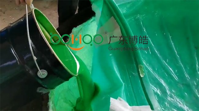 广东博皓再次圆满完成VPI新型硅胶真空成型项目:倒入树脂