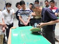 打磨抛光--第七期广东必发365官网玻璃钢模具制作培训班