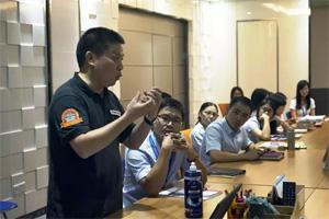 百年锤炼,抛光之王曼泽纳首次亲临广东必发365官网介绍最新抛光产品