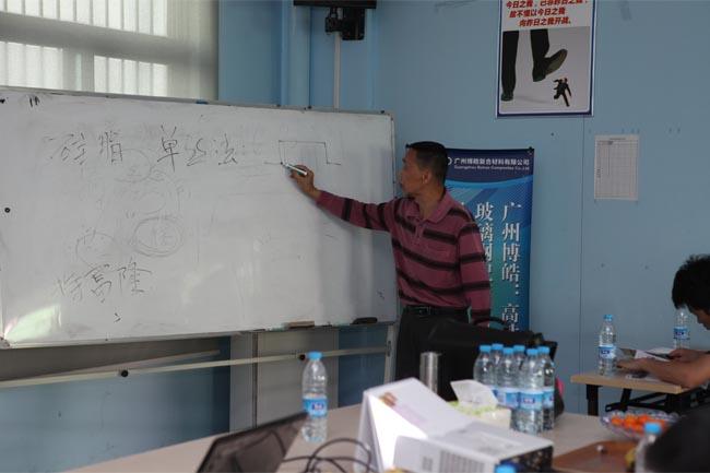 谭老师介绍玻璃钢模具制作相关知识