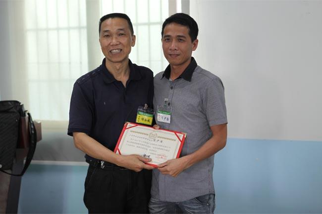颁发毕业证书-6