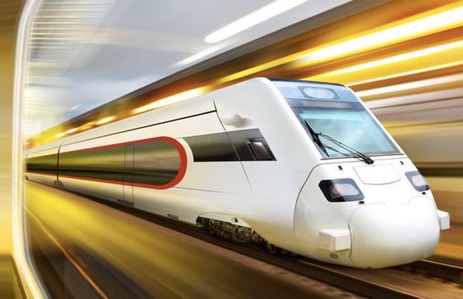 碳纤维等新型纤维材料,使高速列车抛弃了传统的钢结构车身,实现了超轻量化,能耗随之大为降低,时速显著提升。更值得一提的是,车身采用的碳纤维材料还可以回收利用。 碳纤维材料抗冲击性大大强于钢铁,特别是用碳纤维制成的方向盘,机械强度和抗冲击性相比普通材料分别提35%和20%以上。整车强度理论上也比普通材料的车身至少强上20%~30%,在复合材料的武装下,高铁的安全性是不言而喻的。  碳纤维新材料的运用不仅推动高速列车行驶的低碳化,也将带来车用材料的绿色生产,引领轨道交通工业的变革。德国、日本都已在酝酿未来两三年