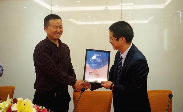 热烈庆祝中国巨石授权广东博皓排他经销商续签仪式圆满成功-3